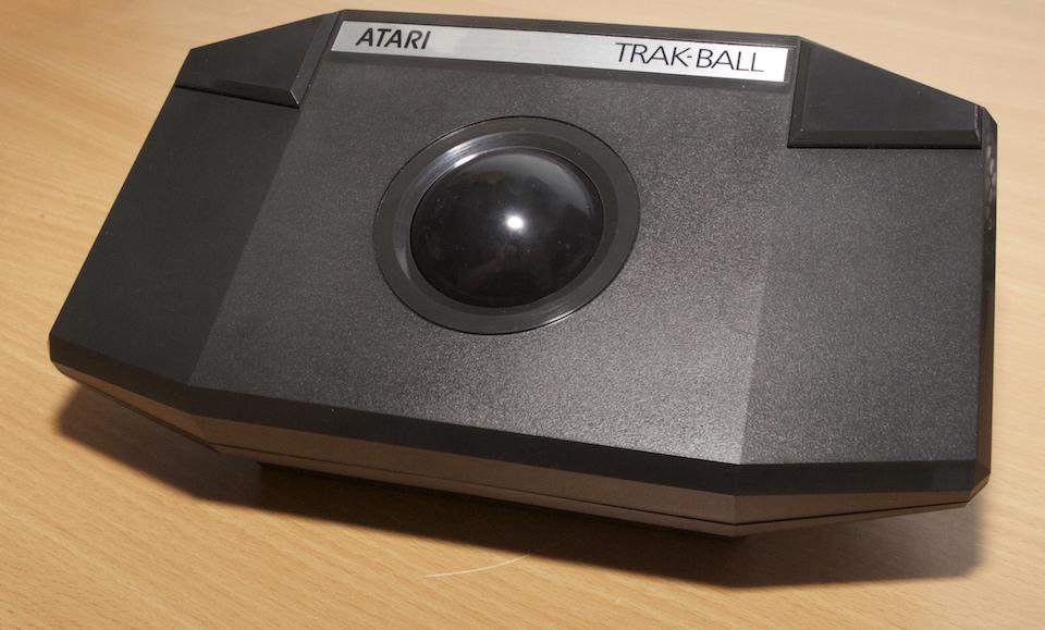 Deux Atari 2600 en plus dans la collection ! Atari_Trak-Ball_CX80